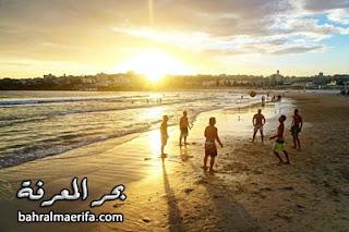 اللعب على الشاطئ