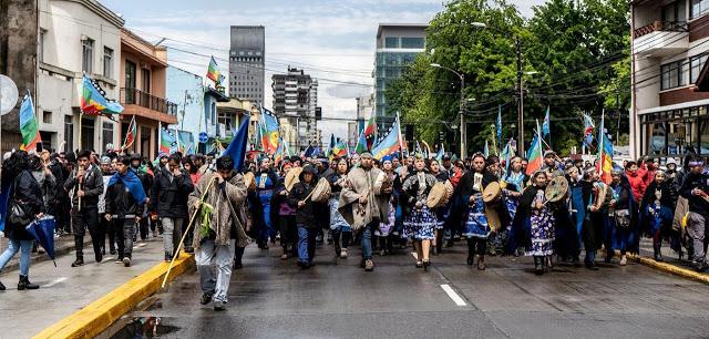 Χιλιάδες Mapuche στους δρόμους σε συμπαράσταση στο λαό της Χιλής