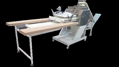 Formadora especial con mesa de trabajo y cinta de subida de masa