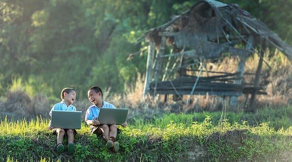 ग्रामीण क्षेत्रों में ऑनलाइन क्लास के लोचे - नवाचारियो की लक्ष्मण रेखा बता रखें हैं - सुधांशु श्रीवास्तव