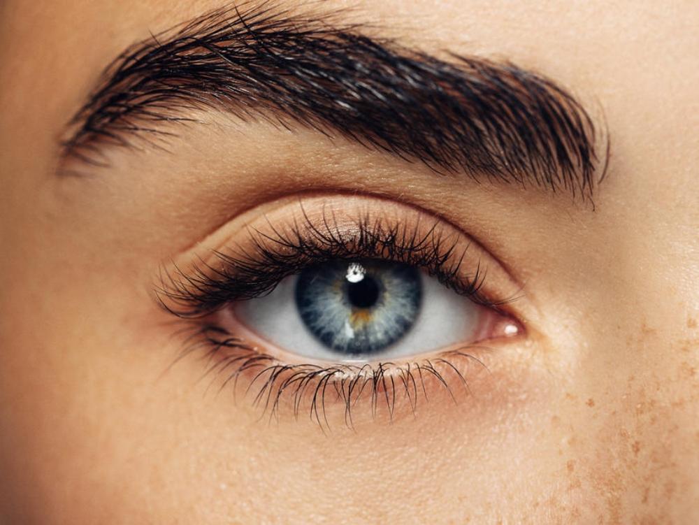 3 Make-up-Tricks, mit denen ihr jünger ausseht Volle Augenbrauen
