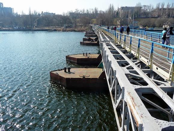 Николаев. Понтонный мост