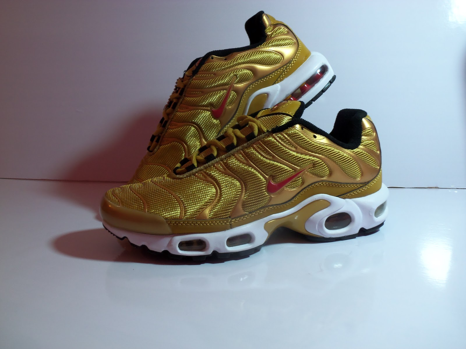 c06be4746853 Nike Air Max Plus QS TN Tuned 1 Metallic Gold Bullet Red Mens 8 US ...