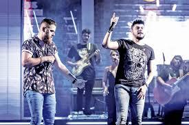 Com aeroporto fechado, dupla sertaneja Zé Neto e Cristiano viaja de van para fazer show no PI
