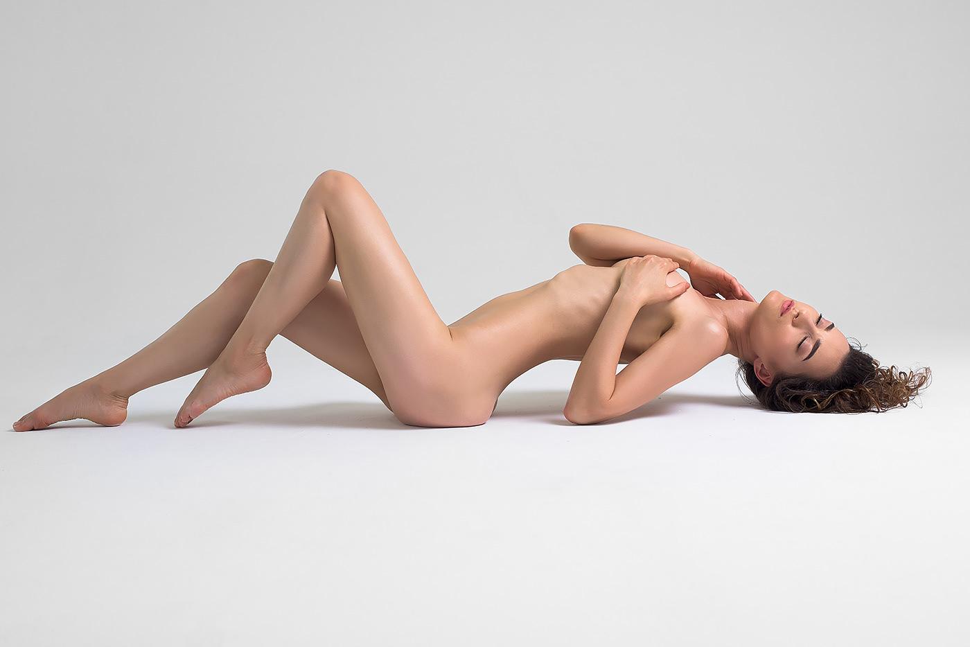 Sofi Ka – Những đường cong hoàn mỹ mà không gợi dục