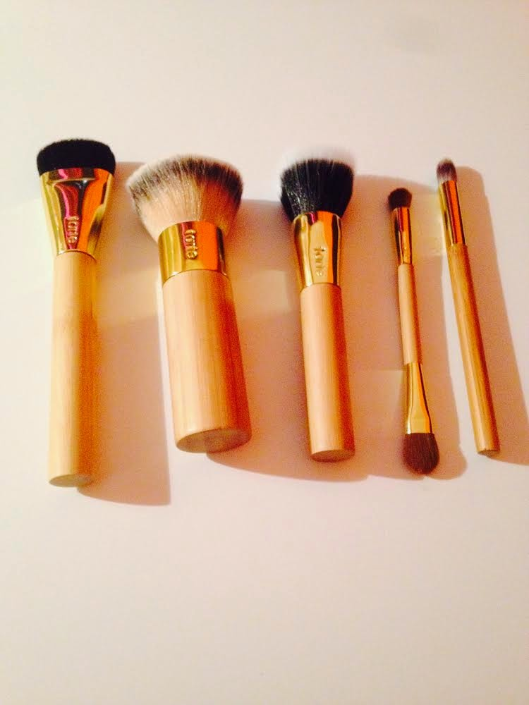 Dèesse Magazine: 5 Brushes You NEED Right Now : Tarte