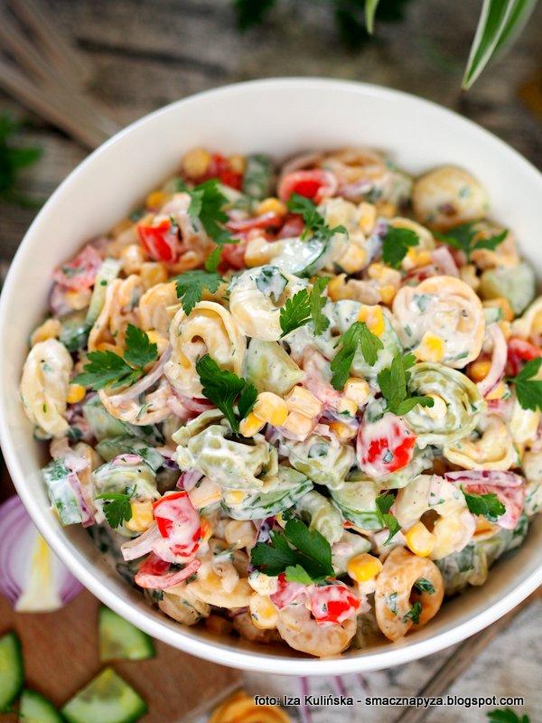 na impreze, salatki, kolorowa, tortellini, male pierozki, makaron, salatka makaronowa, tortellini z prosciutto