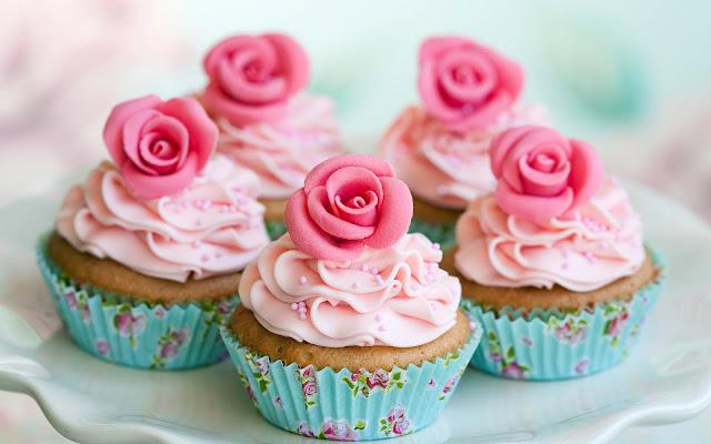 Roze taartjes of cupcakes