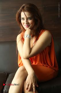 Actress Saloni Aswani Pos in Short Dress at Meelo Evaru Koteeswarudu Movie Interview  0191.JPG