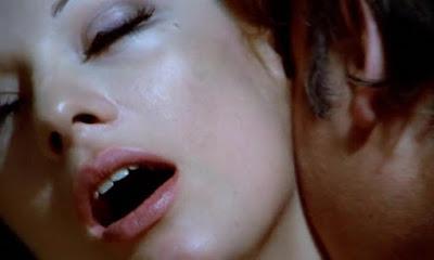 Los ojos azules de la muñeca rota (1973)