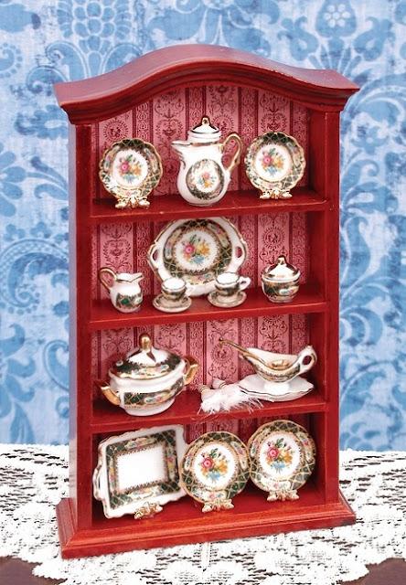 Decorando a casa da Barbie estante com porcelanas em miniatura para dollhouse