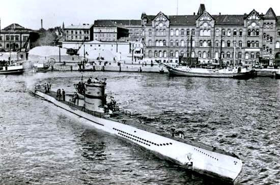 Lanzamiento de U-218 en Kiel