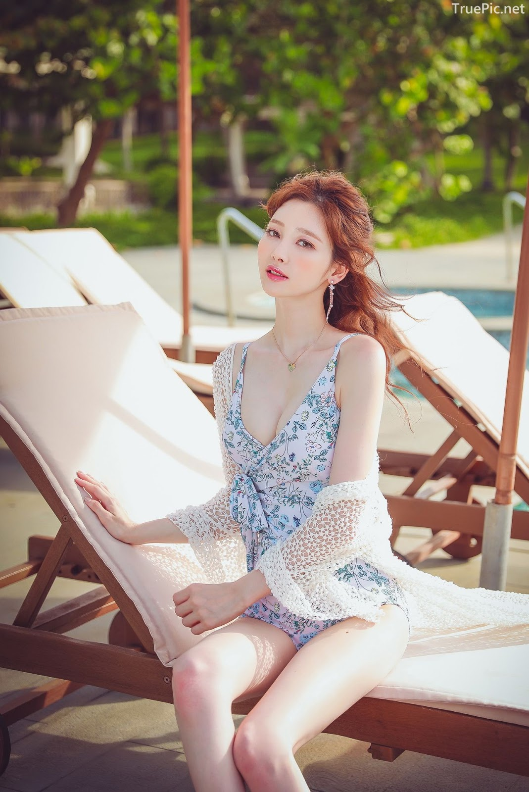 Korean lingerie queen Kim Hee Jeong - Floral Blue Monokini Swimsuit Set - Picture 4