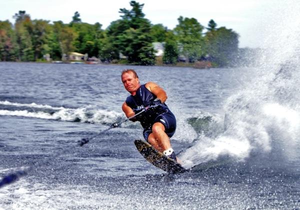 Hasil gambar untuk olahraga ski air