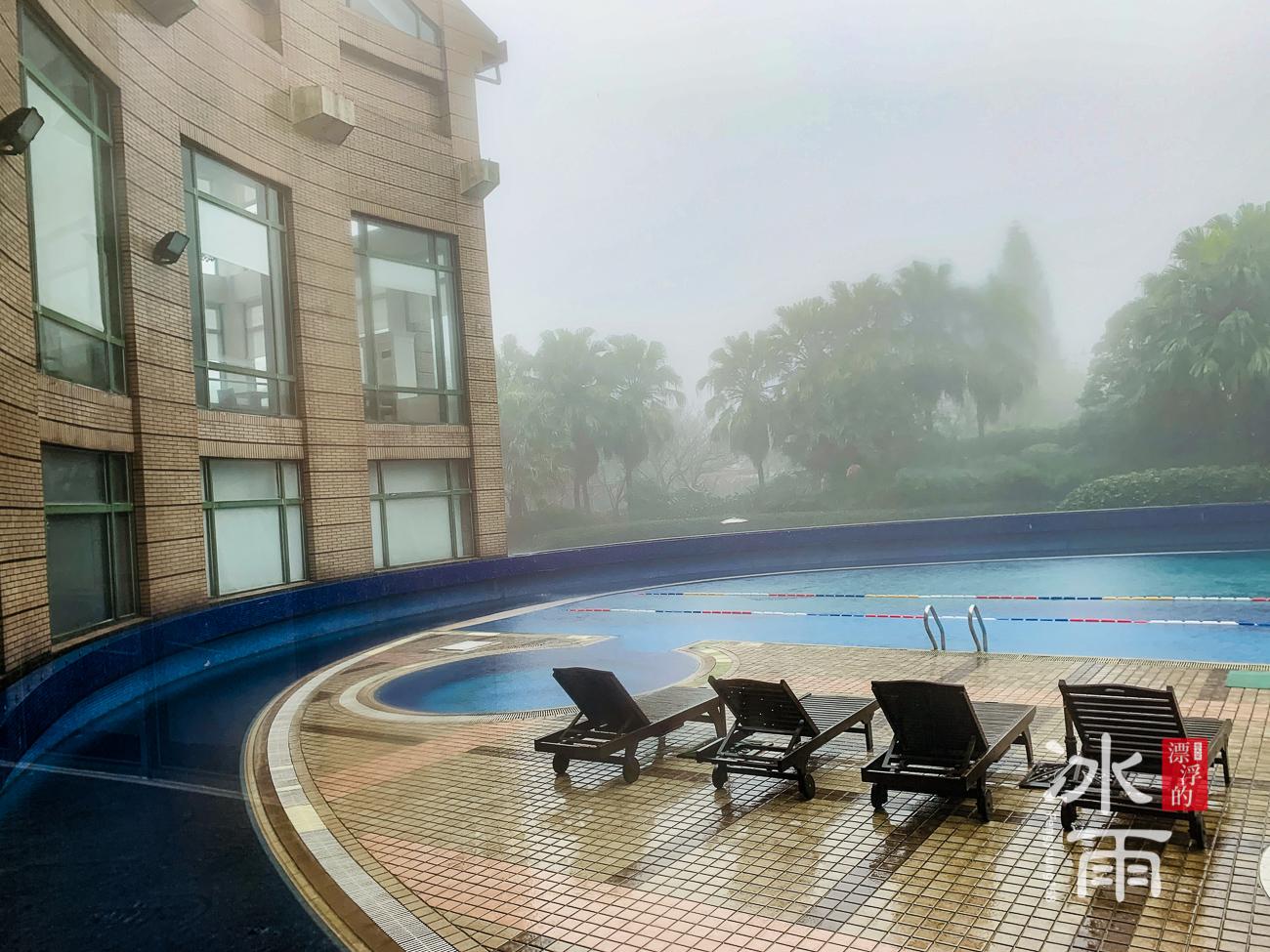 陽明山天籟渡假酒店|好冷!戶外泳池