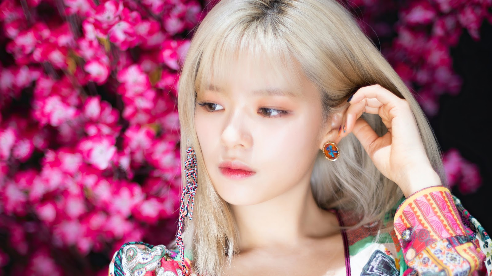 TWICE's Jeongyeon Clarifies About Her Appearance in Fancam Video on Inkigayo and M!Countdown