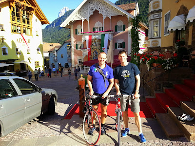 Cycling Sellaronda valgardena carbon road bike rental in Ortisei