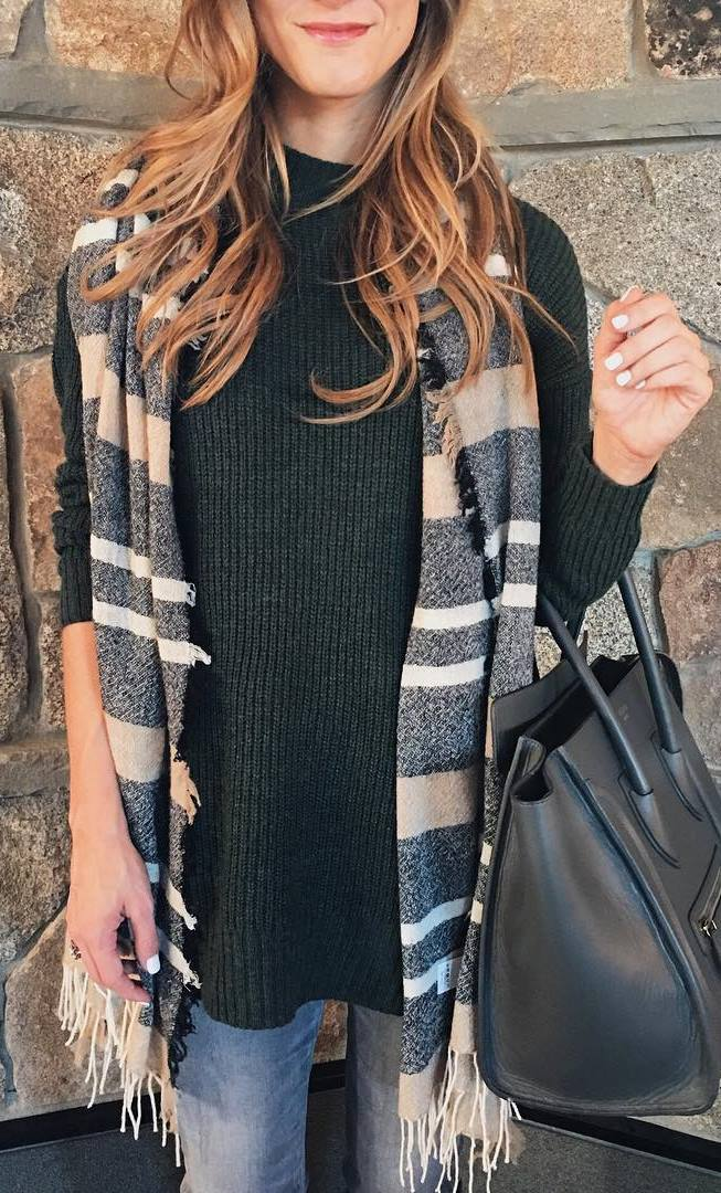 casual style addict / green sweater + printed scarf + bag + jeans