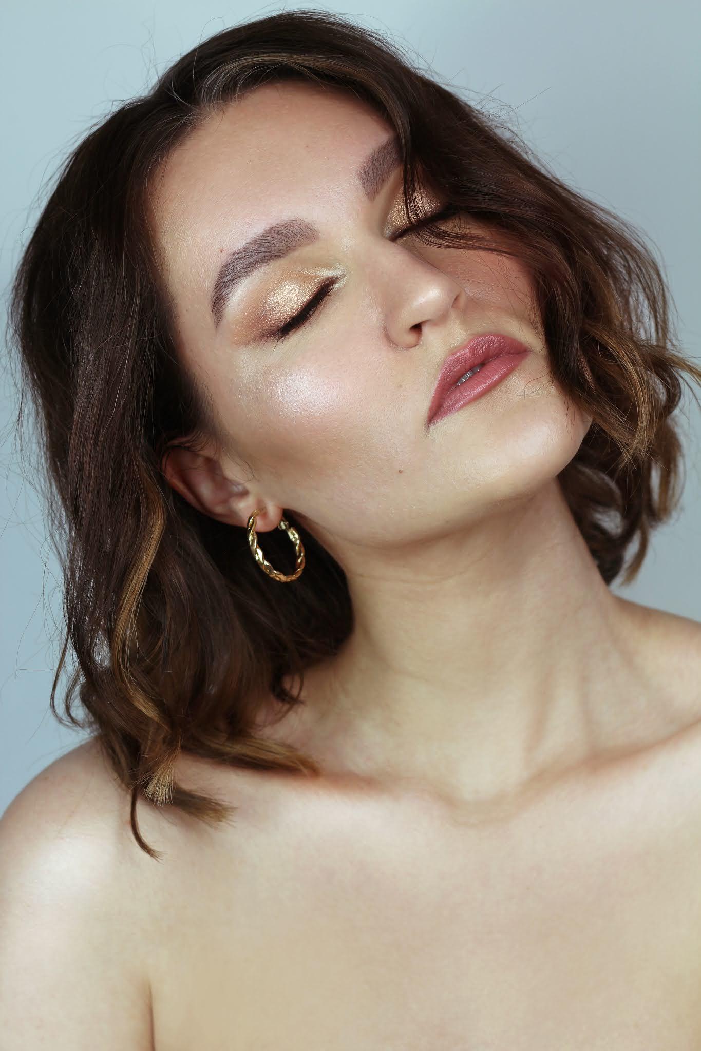 Lekki makijaż letni w złocie | Delicate gold summer makeup | Foxy Eyes