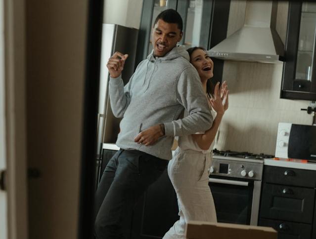 Las parejas que siempre bailan juntos tienen una conexión más fuerte