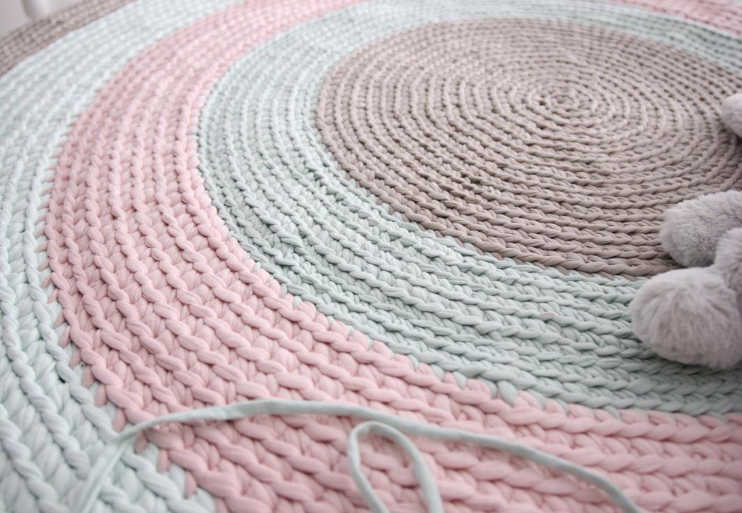 La chica de mint patr n alfombra trapillo rola for Como hacer alfombras en bordado chino