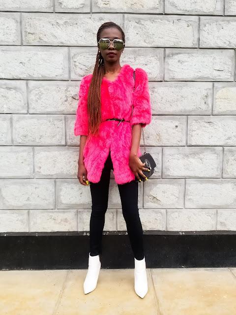An Easy Casual Faux Fur Coat Outfit Idea