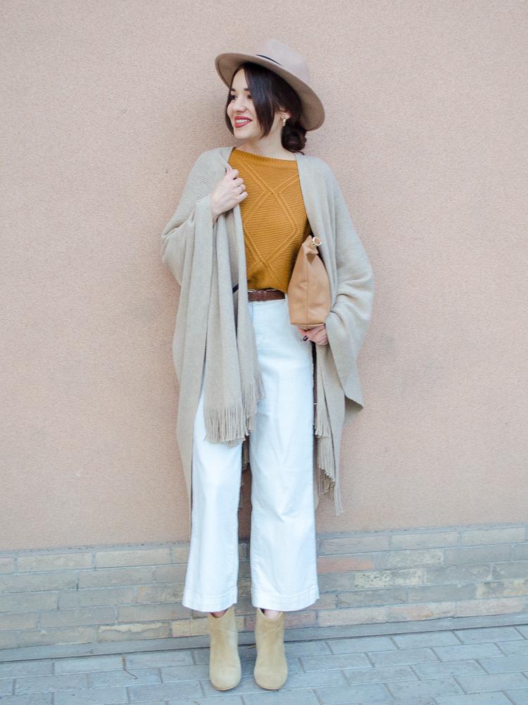 fashion-blogger-diyorasnotes-diyora-khalilova-poncho-asps-hat-beige-boots-jumper-shein-autumn-look