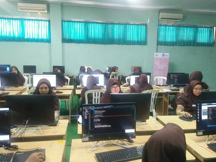 Pelatihan coding di ponpes assalaam Solo