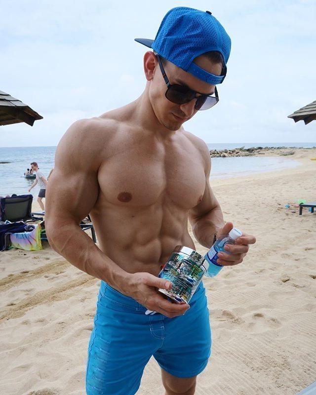 sexy-muscular-beach-bro-shirtless-ripped-body-sixpack-abs-huge-pecs-sunglasses-blue-short-baseball-cap