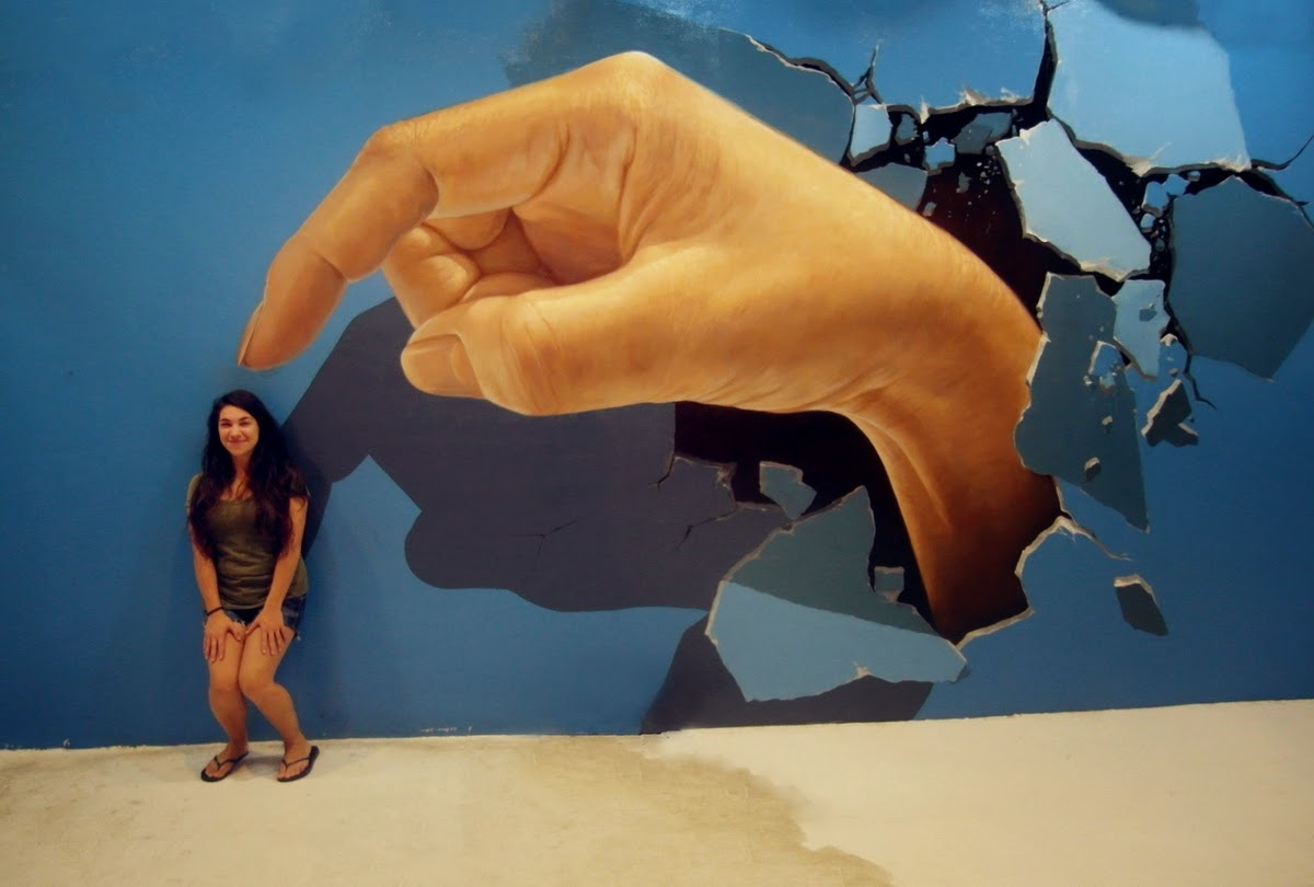 03-Art-in-Paradise-3D-Interactive-Paintings-in-Art-Museum-www-designstack-co