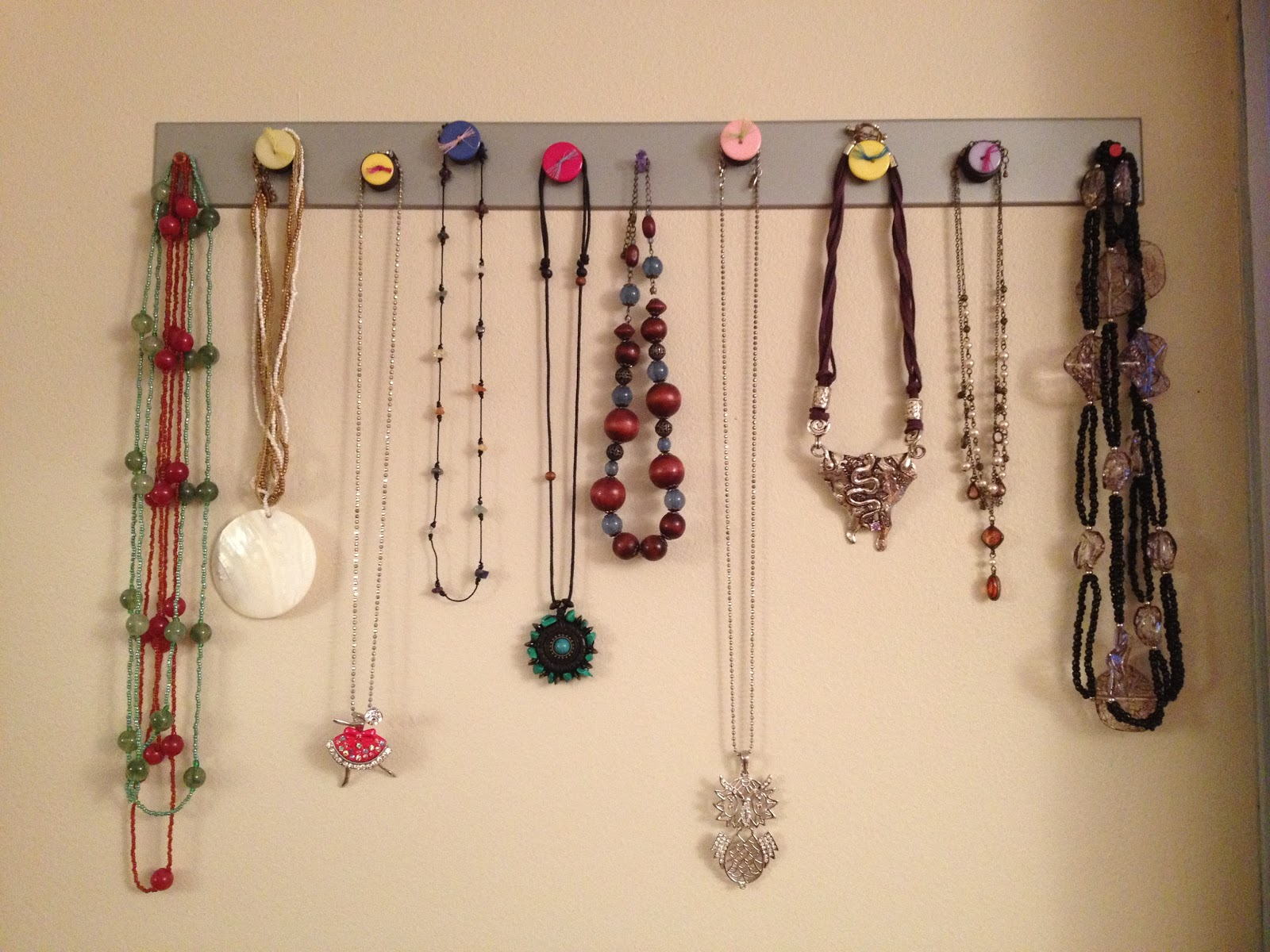 This Creative Outlet DIY Magnetic Necklace Jewelry Holder