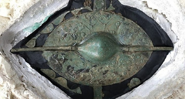 "Grave of Celtic warrior reveals ""most important British Celtic art object of the millennium"""