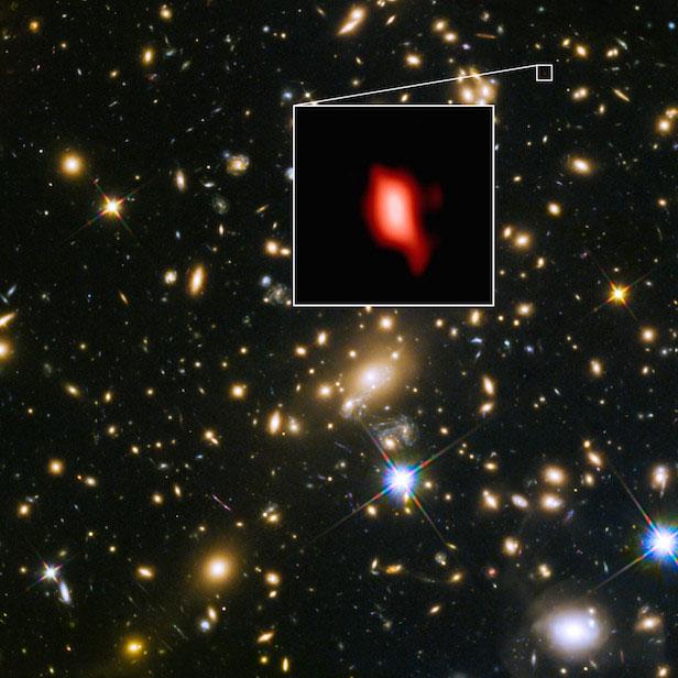 Galáxia MACS1149-JD1 - Em vermelho temos o oxigênio observado pelo ALMA
