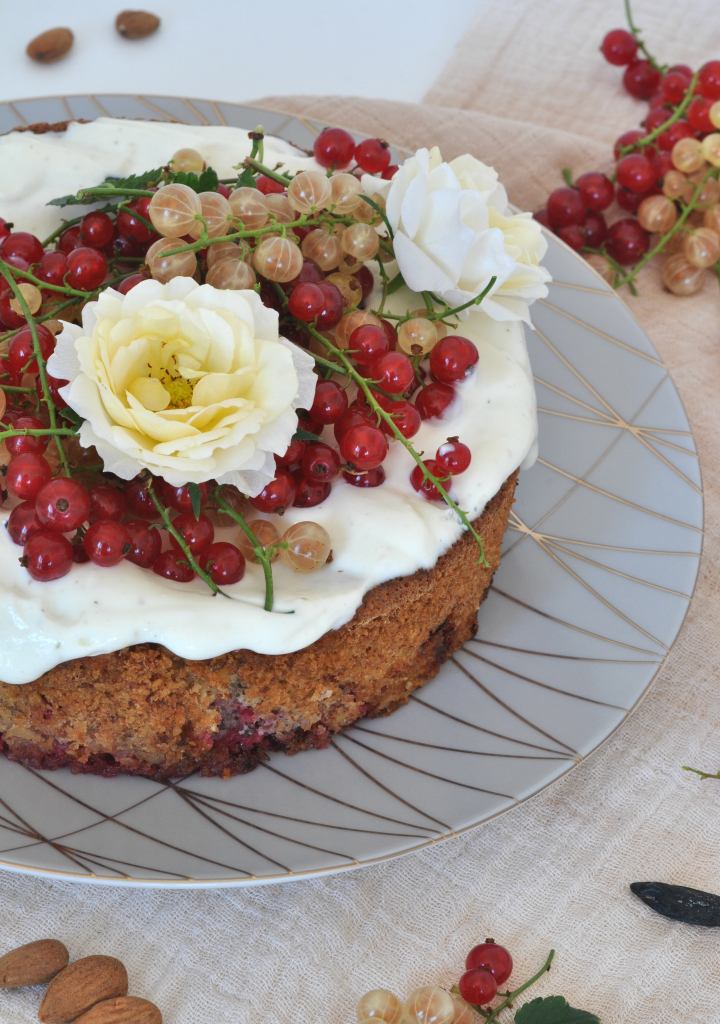 Sponge Cake with red currants, Greek yoghurt and tonka bean, the perfect treat for those warm summer days (and it's gluten free, too!)