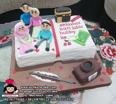 Kue Tart Bentuk Buku Tema Keluarga Untuk Ayah