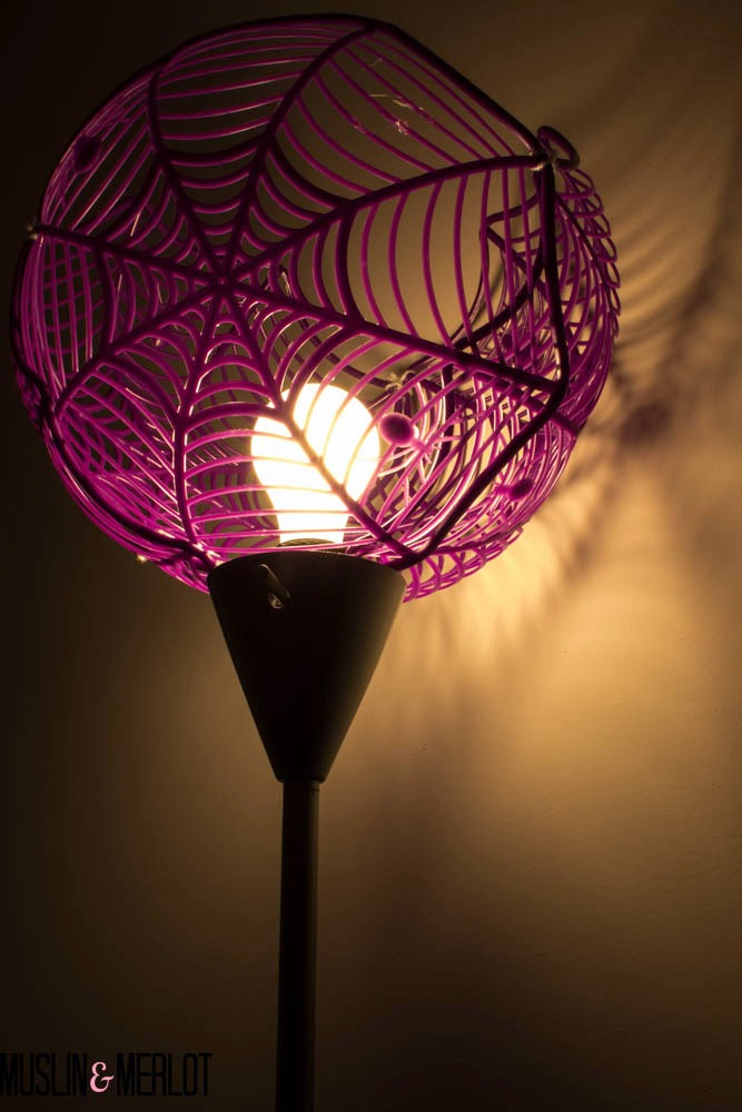 http://muslinandmerlot.blogspot.com/2014/10/spider-web-lamp-shade-or-super-sized.html