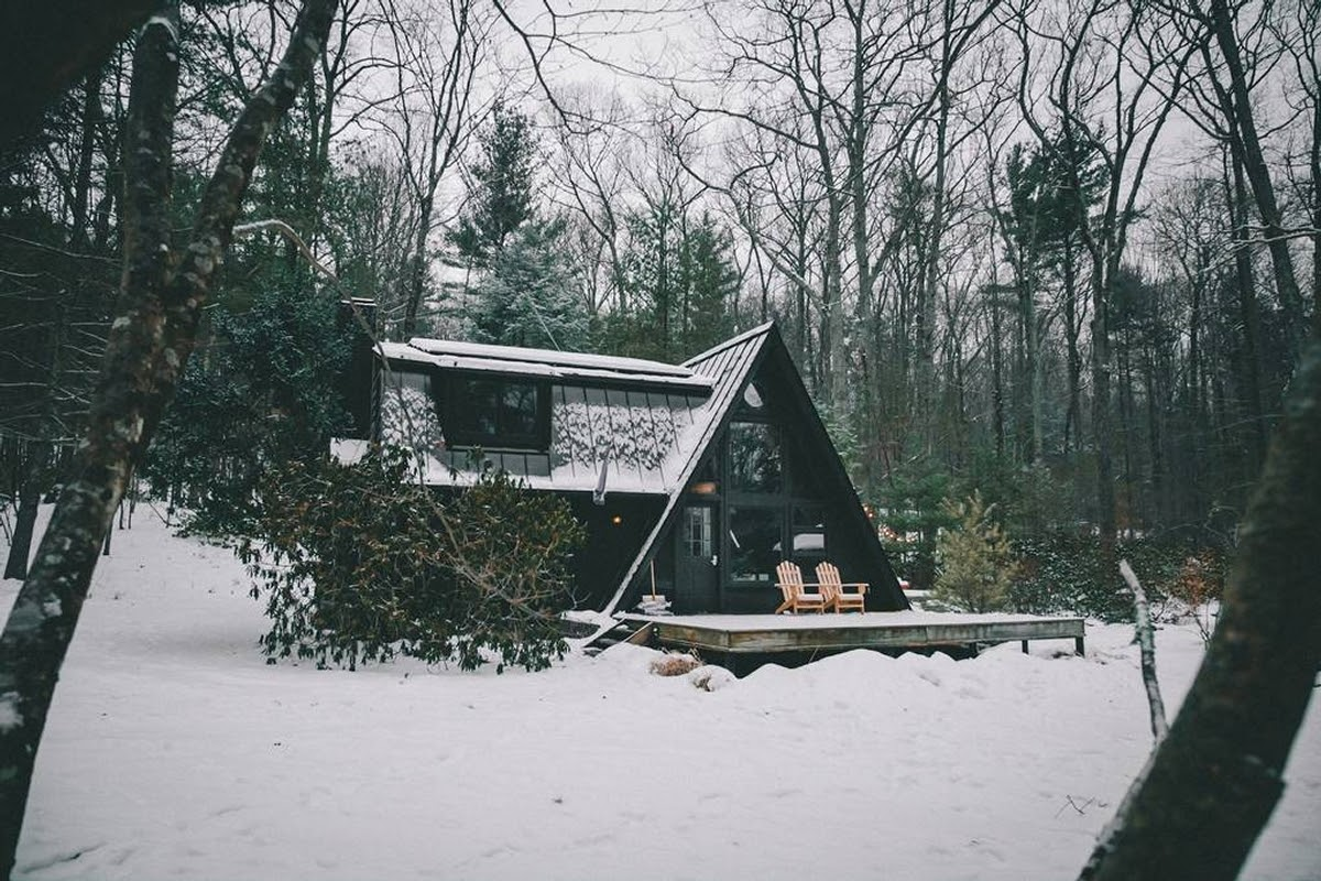 14-In-the-Snow-Jeremy-Sustainable-Catskills-A-Frame-House-Airbnb-www-designstack-co