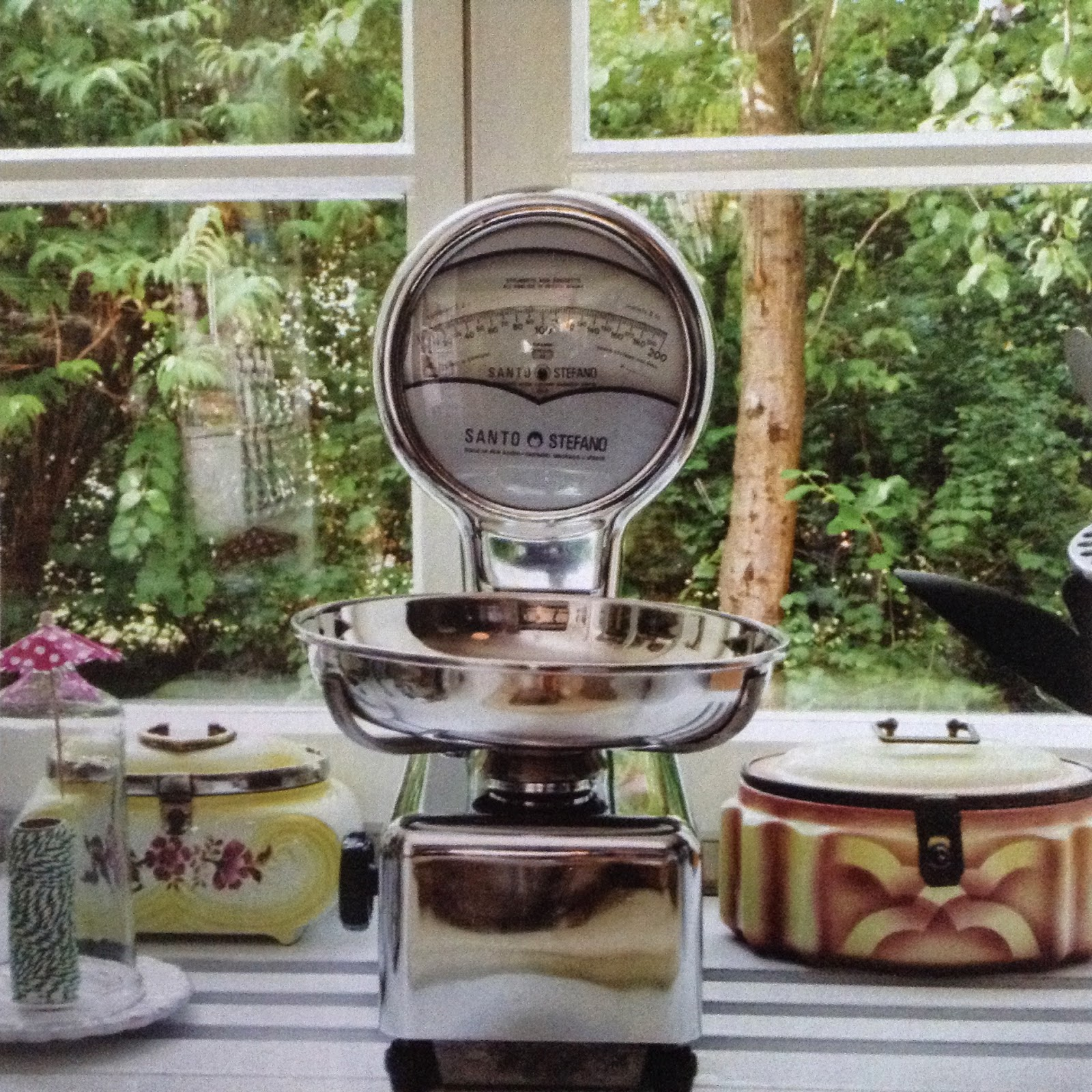 Lee Kitchen: Moon To Moon: Book Review: Kitchenalia By Vinny Lee