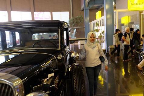 Mobil klasik di Musium Angkut