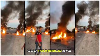 (بالفيديو) احتجاجات  كبيرةو قطع الطريق في مدينة الشابة  و حرق العجلات....