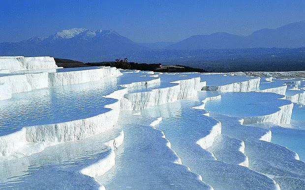 Kolam Air Panas Alami Paling Unik di Dunia
