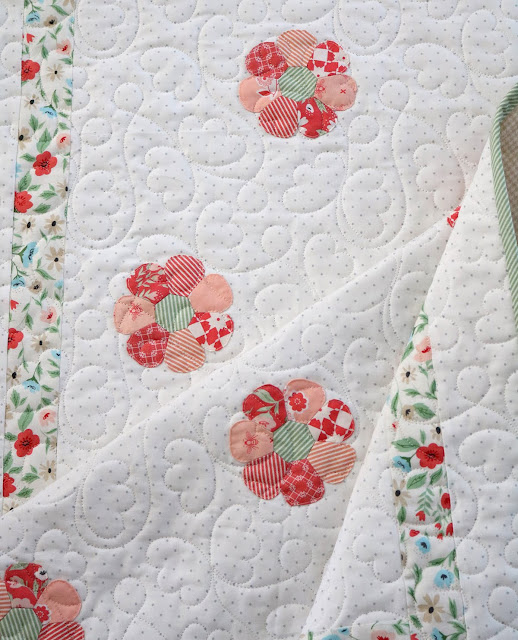 Sweet Daisy baby quilt by Andy of A Bright Corner.  Quilt pattern from A Stitch In Time english paper piecing book by Sharon Burgess