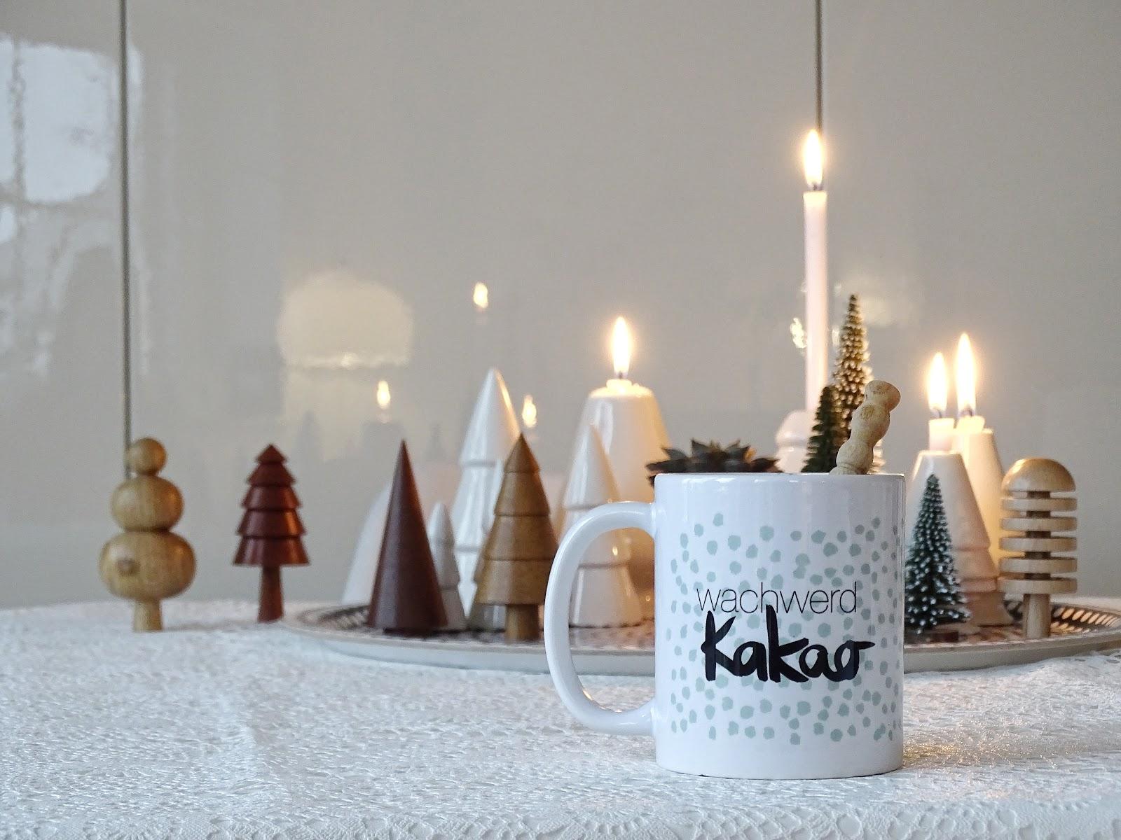 Weihnachtsdeko-Idee auf einem Tablett mit Tannen und Kerzen - Fotoaktion #12von12 und 1 Tag in 12 Bildern - https://mammilade.blogspot.de