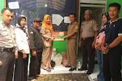 "Komunitas ""Info Desa Kedungringin"" Gelar Baksos Bagikan Paket Sembako"