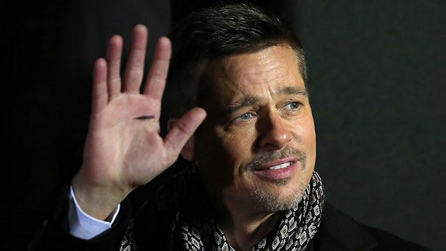 Brad Pitt ofrece 120.000 dólares en una puja por ver 'Juego de Tronos' con Emilia Clarke... y pierde