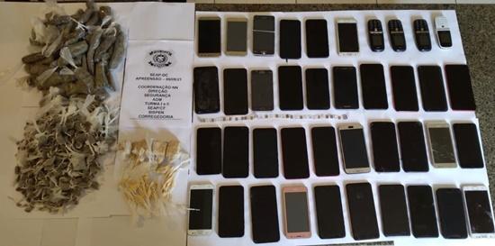 Policiais penais encontram 40 celulares e drogas em celas de presídio em Campos