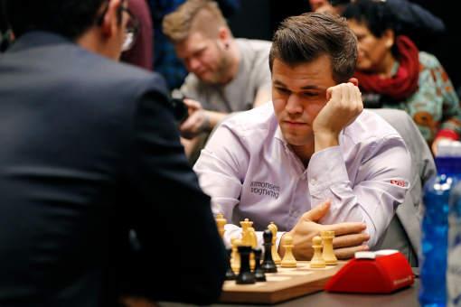 Depuis mars 2020, les grands joueurs se sont essentiellement affrontés en ligne dans des compétitions privées, souvent à l'initiative de plateformes d'échecs