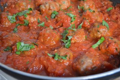 Кюфтенца с доматен сос