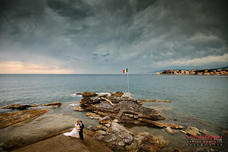 sposi e panorama monumento matrimonio Genova Quarto dei Mille