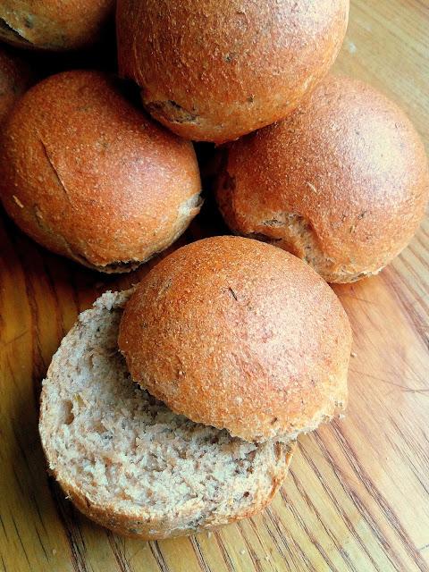 Pełnoziarniste bułeczki z ziołami / Whole Wheat Rolls with Herbs